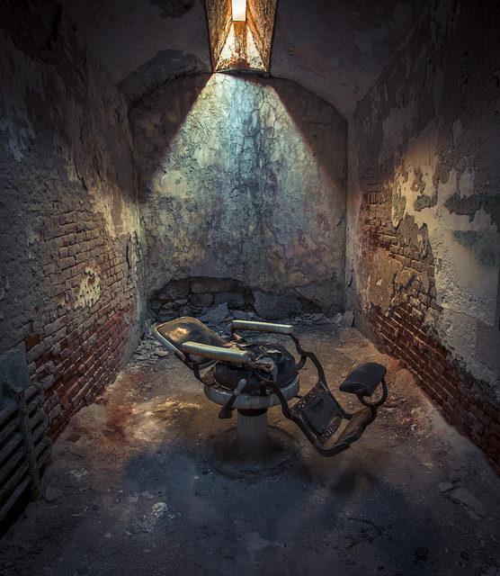 Barber's chair inside the Presidio Modelo prison, Isla de la Juventud, Cuba – Author: Thomas – CC BY 2.0