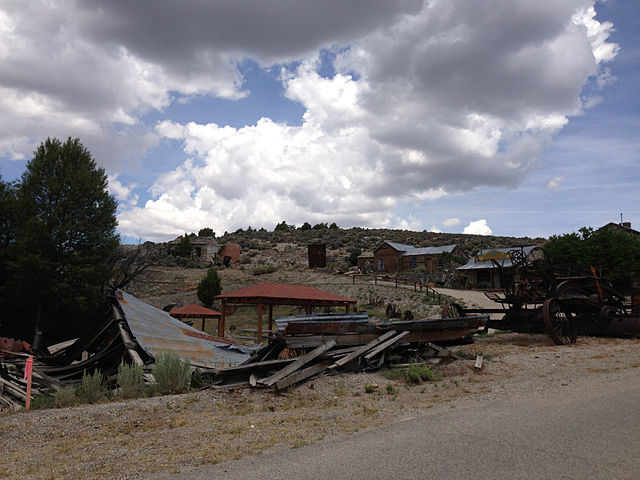 Remaining ruins of buildings in Belmont, Nevada – Author: Famartin – CC BY-SA 4.0