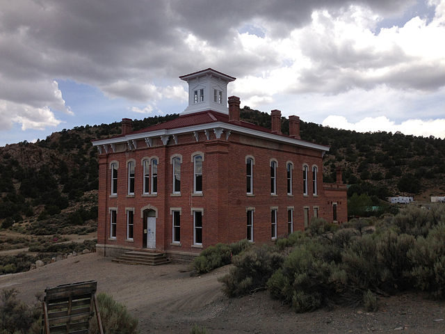 Belmont Courthouse in Belmont, Nevada viewed from the east – Author: Famartin – CC BY-SA 4.0