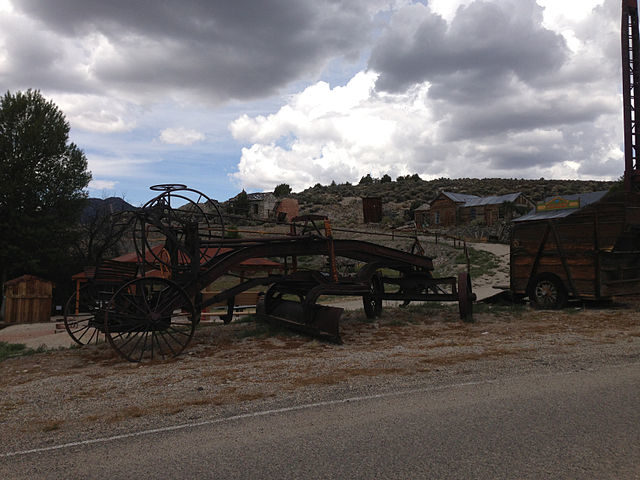 Old equipment in Belmont, Nevada – Author: Famartin – CC BY-SA 4.0