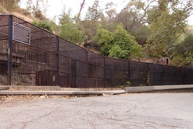 Old remnants of the Griffith Park Zoo in Los Angeles, California/ Author: Junkyardsparkle – CC0
