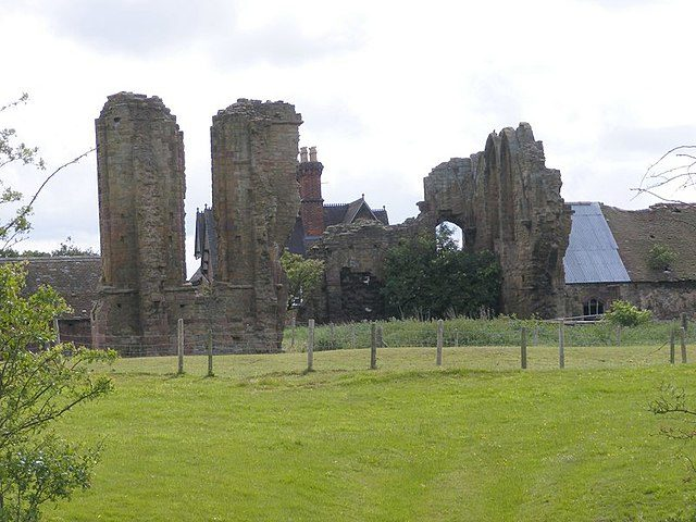 The ruins of the abbey. Author: Gordon Griffiths – CC BY-SA 2.0