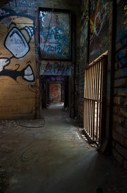 Graffiti at the Griffith Park Zoo/ Author: oliver.dodd – CC BY 2.0