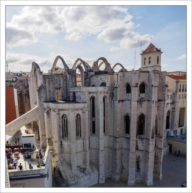 Convento do Carmo, 260 years after the quake – Author: Andreas Manessinger – CC BY-SA 2.0