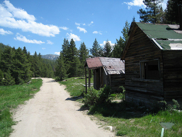 Abandoned and vacant are the houses in Granite. Author:JOHN LLOYD – CC BY 2.0