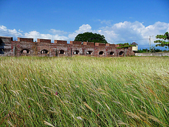 Fort Charles in tranquility. Author:Raychristofer – CC BY-SA 4.0