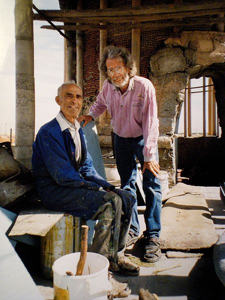 Justo photographed with the German artist Ulrich Brinkhoff inside the Cathedral. Author:Sven Brinkhoff –CC BY 3.0