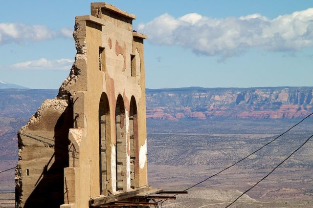 Old destroyed building/ Author:Alan Levine – CC BY 2.0