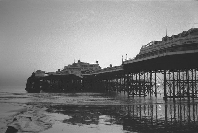Old Photo of the pier. Author:SlbsCC BY-SA 2.0