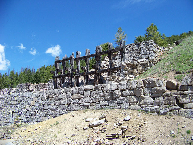 Part of a demolished structure. Author:Mark Holloway – CC BY 2.0