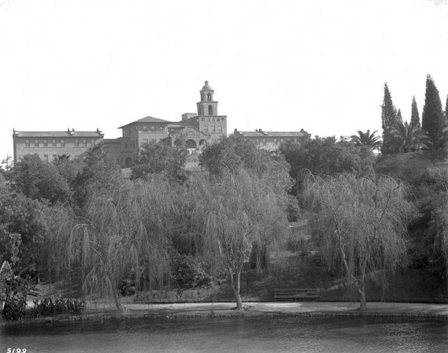 Santa Fe Railroad Hospital. Author:USC Digital LibraryPublic Domain