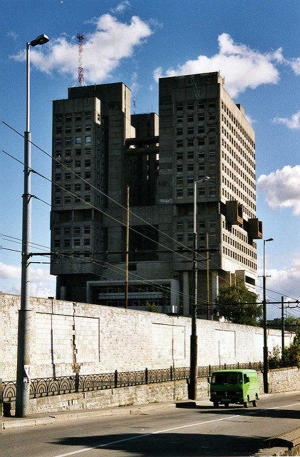The House of Soviets photographed from street level. Author:Sludge G –CC BY-SA 2.0