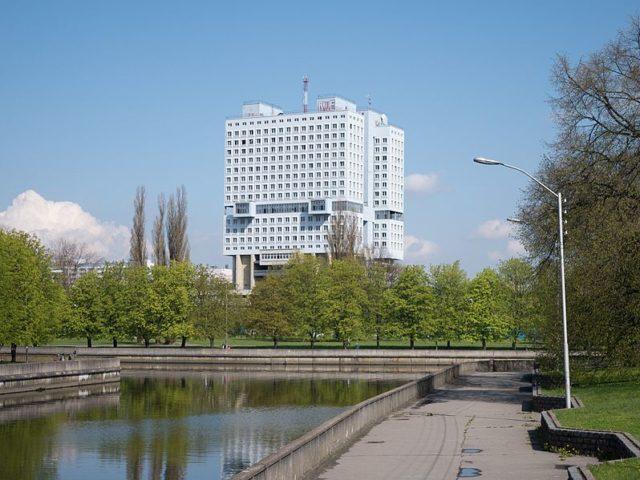 The Potemkin façade. Author:Dave Collier –CC BY-SA 2.0