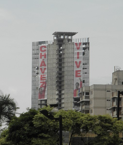 The tower of David adorned with banners stating Chavez Lives. Author:Hernán Zamora –CC BY-SA 2.0