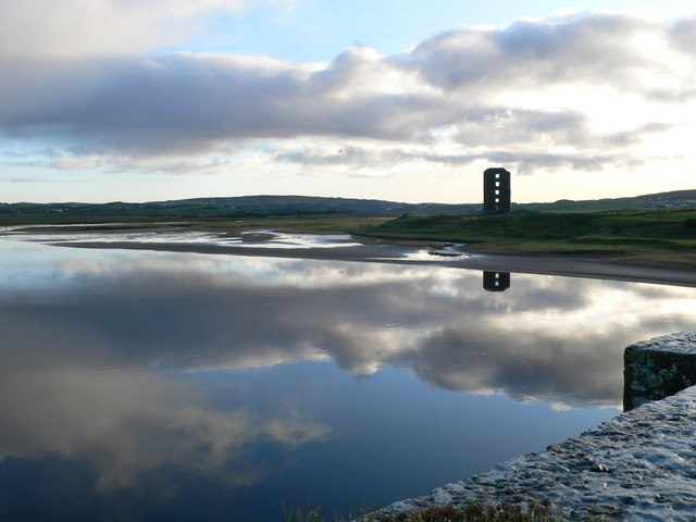 The reflection of the castle in the river's water/ Author: Eirian Evans – CC BY-SA 2.0