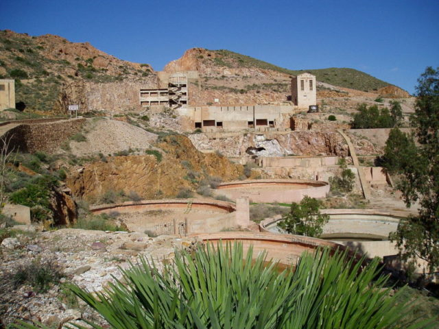 """Ruins of the former gold mining factory """"Plant Denver"""" in Rodalquilar in Andalusia, Spain – Author: Wikinaut – CC BY-SA 3.0"""