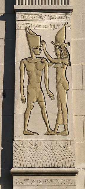 Egyptian ornament on the outside facade of Empress Theater – Author: Sandra Cohen-Rose and Colin Rose – CC BY 2.0