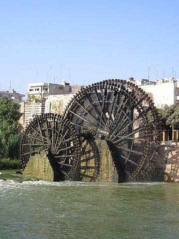 Norias of Hama on the Orontes River/ Author: Heretiq – CC BY-SA 3.0