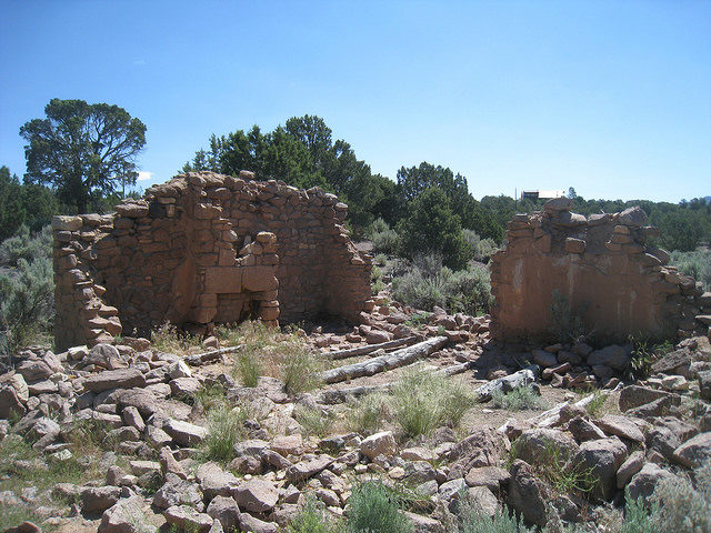 Stone house remains at Old Iron Town – Author: The Greater Southwestern Exploration Company – CC BY 2.0