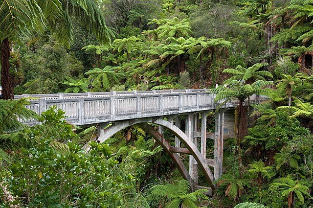 The concrete bridge was constructed in 1936. Author: Evan Goldenberg – CC BY-SA 2.0