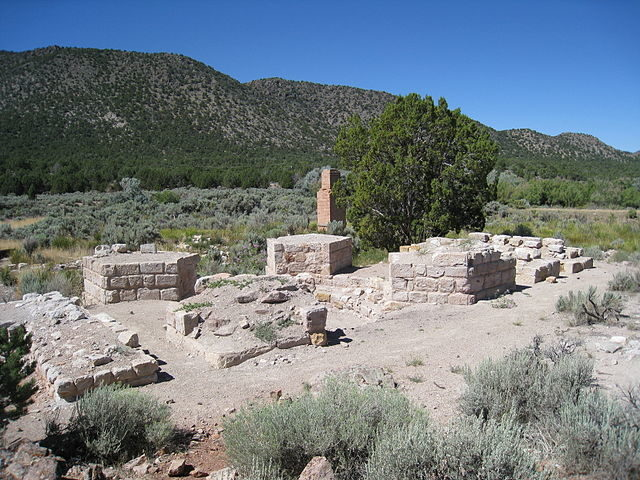 Ruins at Old Iron Town in August 2008 – Author: Rick Willoughby – CC BY 2.0