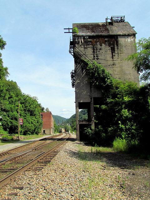 Coaling Tower Coal town New River Gorge Thurmond – Author: bobistraveling – CC BY 2.0