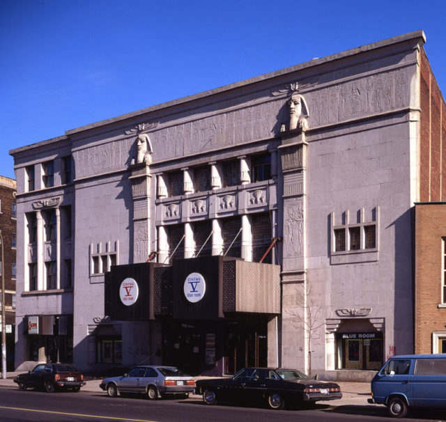 Empress Theater/Cinema V in 1982 – Author: Colin Rose – CC BY 2.0