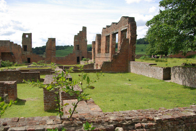 Bradgate House ruins/ Author: Stephen McKay – CC BY-SA 2.0