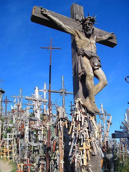 Close-up view of a big cross. Author:Thomas Stegh – CC BY-SA 3.0