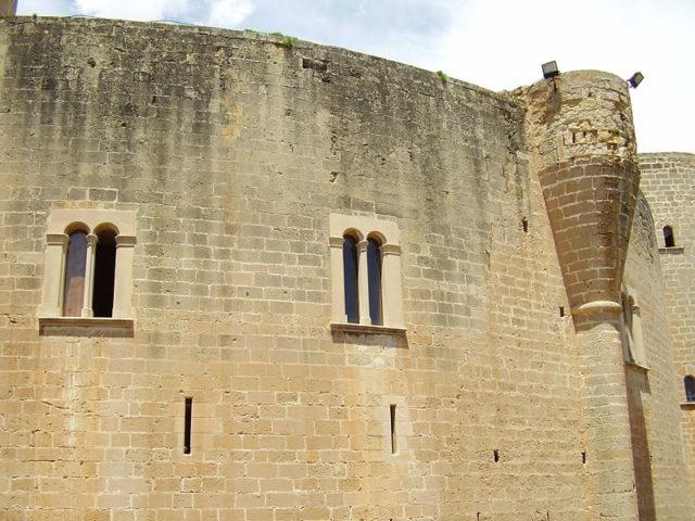 Detail of the facade. Author:ILA-boy –GPL