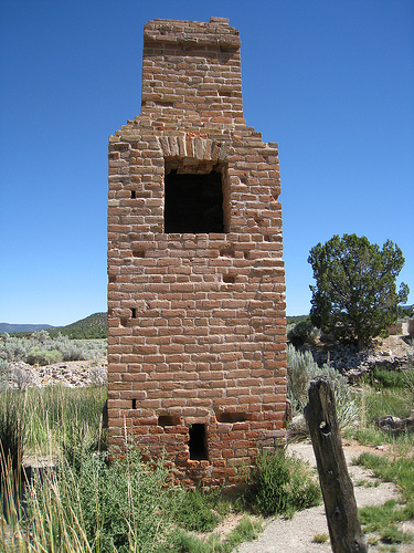 The chimney of the foundry at Old Iron Town – Author: Teemu08/rohith_goura – CC BY 2.0