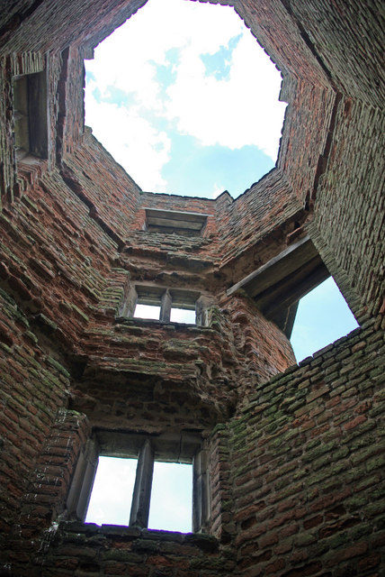 The interior of Lady Jane's Tower/ Author: Stephen McKay – CC BY-SA 2.0