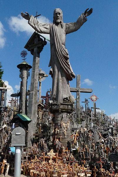 One of the statues. Author:AwOiSoAk KaOsIoWa –CC BY-SA 3.0