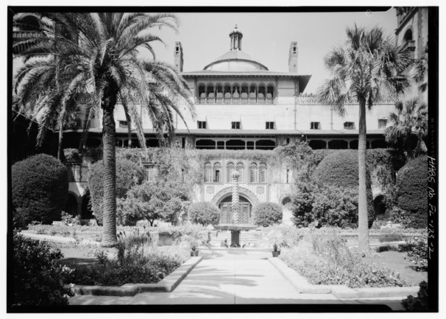 Part of the hotel in 1933. Author:Library of Congress