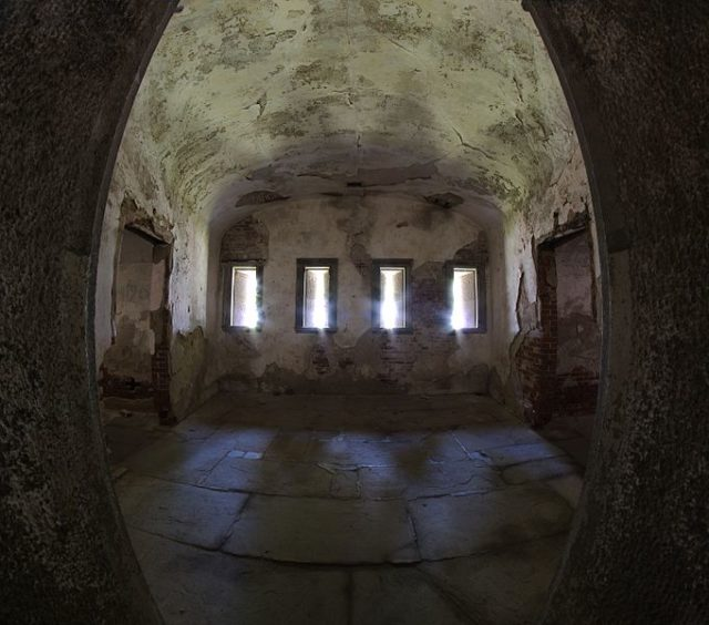 Part of the interior. Author:Eric Kilby –CC BY-SA 2.0
