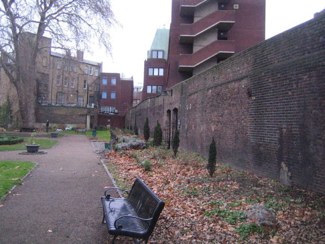 Remaining wall of Marshalsea Prison. Author: Gordon Joly –CC BY-SA 2.0