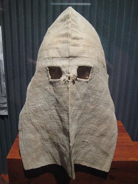 The calico hood. Author:Ciell –CC BY-SA 2.5
