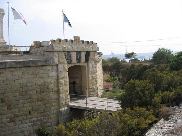 The gate-house. Author:Shoka –CC BY-SA 3.0