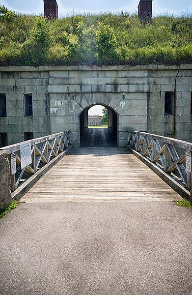 The Gatehouse. Author:Eric Kilby –CC BY-SA 2.0