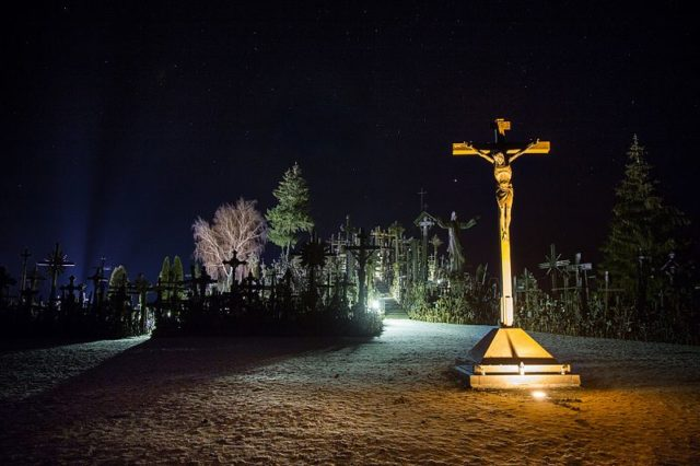 The hill at night. Author:Mindaugas Macaitis –CC BY-SA 4.0
