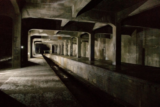 Cincinnati Subway – Race St. Station Abandoned under Central Parkway as part of the Cincinnati Subway System – Author: Jonathan Warren – CC BY-SA 3.0
