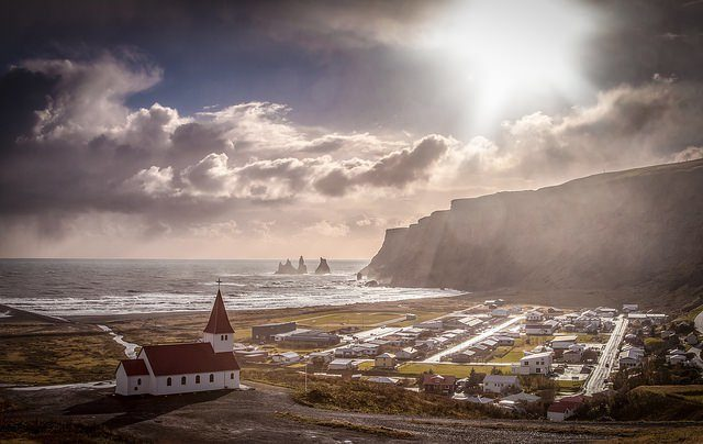 Spectacular view over the village of Vik and the black sanded volcanic seashore. Andrés Nieto Porras CC BY-NC 2.0