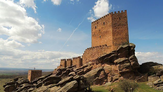 The Castle of Zafra, situated atop a large rock at an altitude of 1,400 meters, is located near Campillo de Dueñas in Guadalajara, Spain. It is now private property. Borjaanimal CC BY-SA 3.0