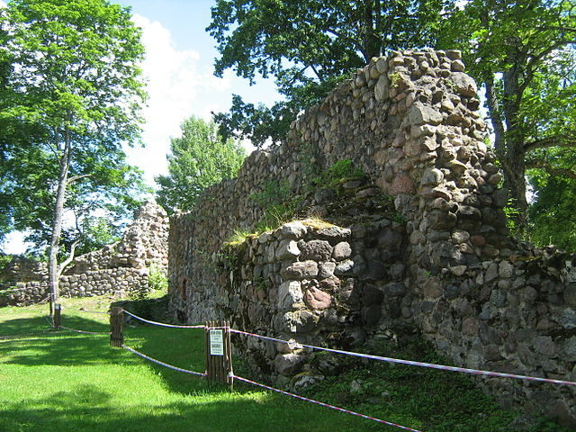 Remains of the southern wall and the southern tower