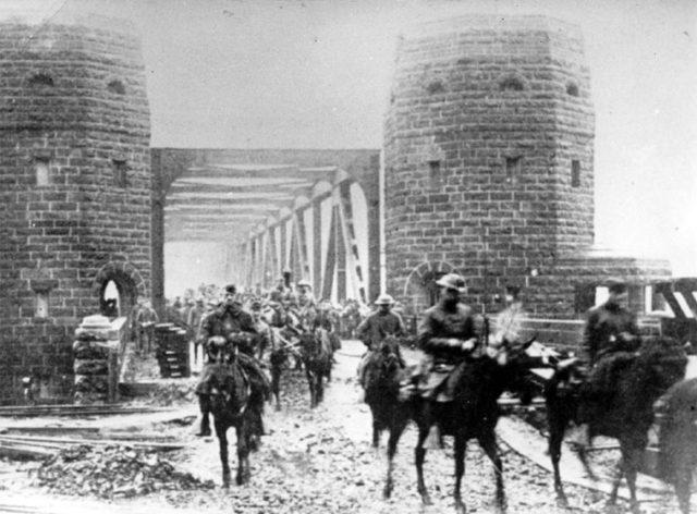 American soldiers on the bridge, 1918.