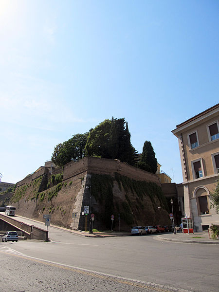 Aurelian Wall section perfectly preserved today. Author:daryl_mitchell –CC BY-SA 2.0