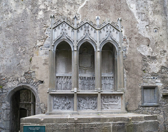 A 19th century family tomb. Author:Andreas F. Borchert –CC BY-SA 4.0
