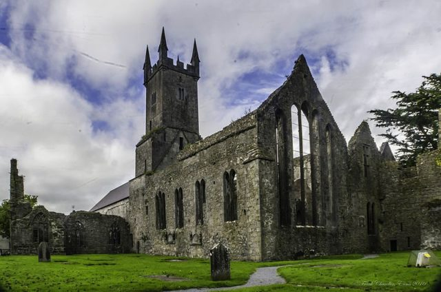 Ennis Friary. Author: Frank Chandler – CC BY-SA 4.0