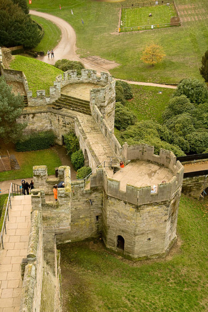 On top of the castle's walls. Author:Andrew Griffith –CC BY 2.0