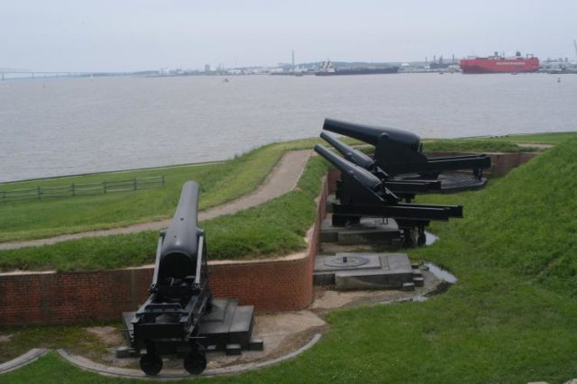 Some of the fort's cannons. Author: Lorax – CC BY-SA 3.0